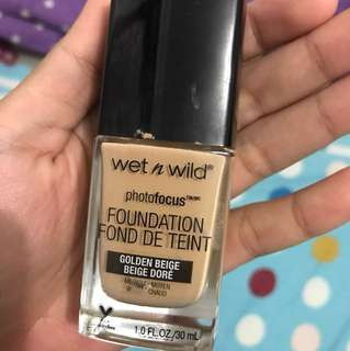 Wet n Wild Photofocus m, shades : Golden Beige