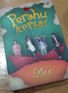 Novel PERAHU KERTAS by Dee