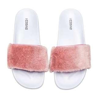 (PRELOVED) H&M Original Light Pink Fur Sandal (sendal bulu tumblr)