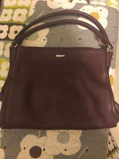 DKNY紫色皮手挽袋