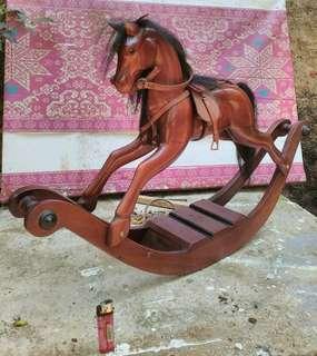 Pajangan Kuda Kayu