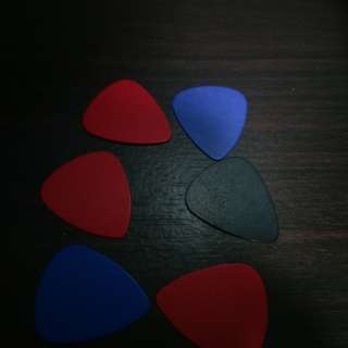 6 pcs brand new guitar picks free postage