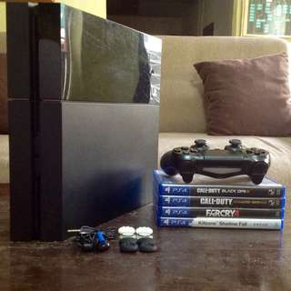 PS4 W/ 5GAMES+ACCESORIES