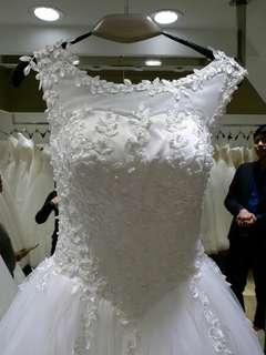 拖尾婚紗 + 長頭紗