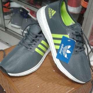 Sepatu adidas (freeongkir jabodetabek)