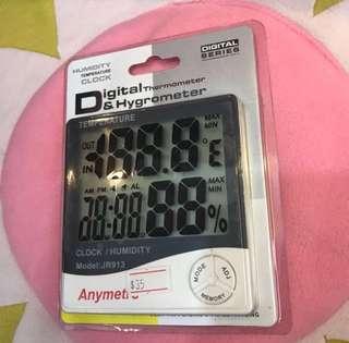 Eyelash extension humidity/clock