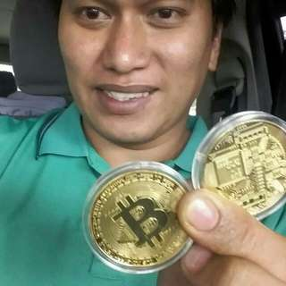 Bitcoin Commemorative Gold Coin