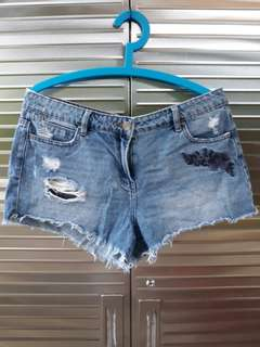 Embroidered ripped distressed shorts