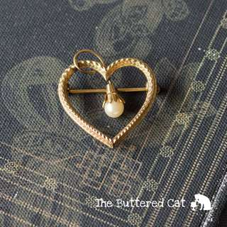 Vintage gold filled heart brooch decorated with a small cultured pearl