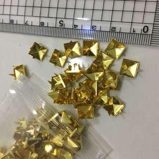 Pyramid Gold Prongs Stud