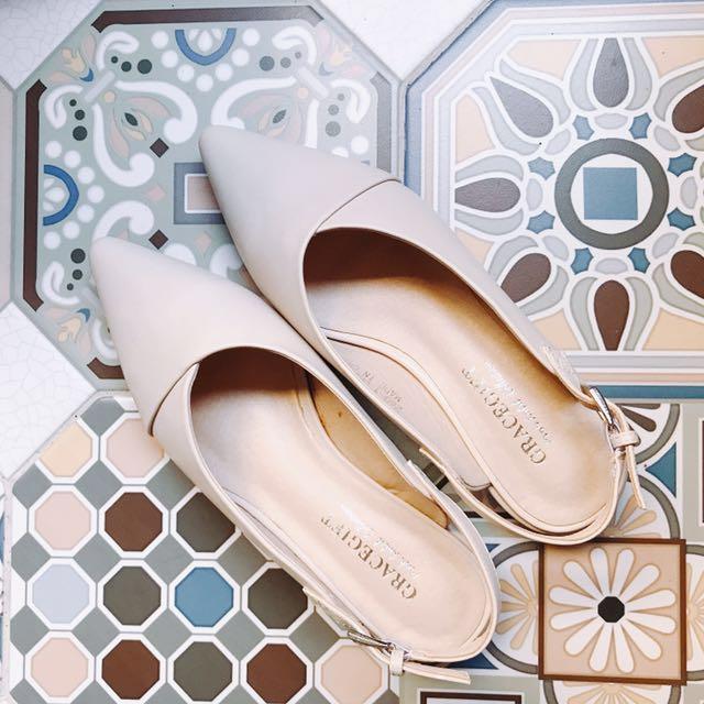 尖頭低跟鞋 裸色 杏色 淺色 包鞋 舒適 耐走