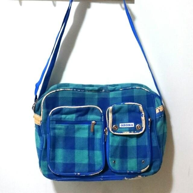 Adidas 艾迪達藍綠格紋 潮流側背包
