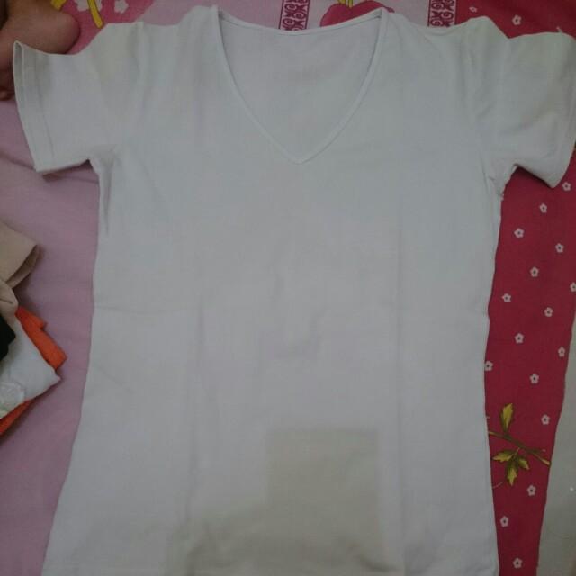 Baju kaos putih polos