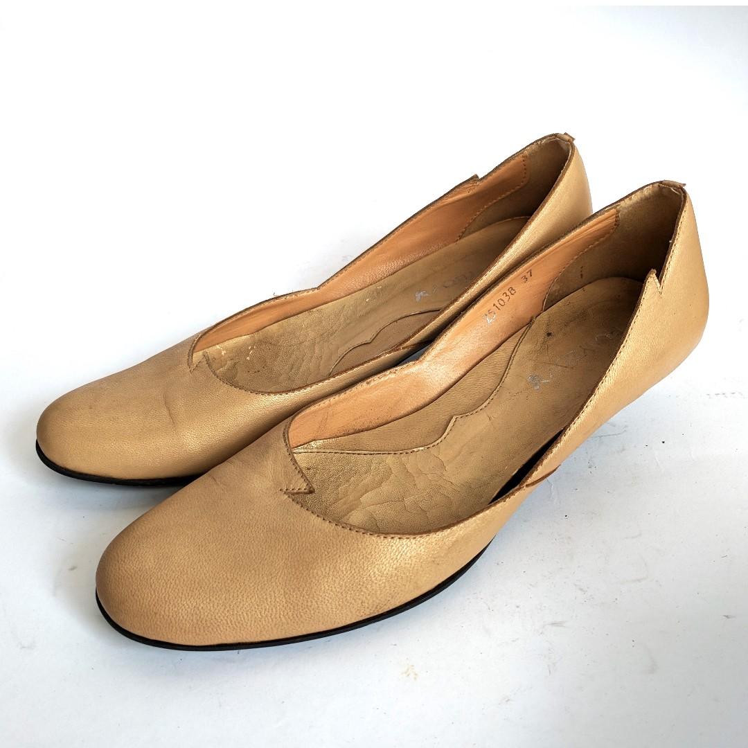 Basic Kitten Heels Shoe Sepatu Wanita Leather Cream Nude Preloved Second Bekas