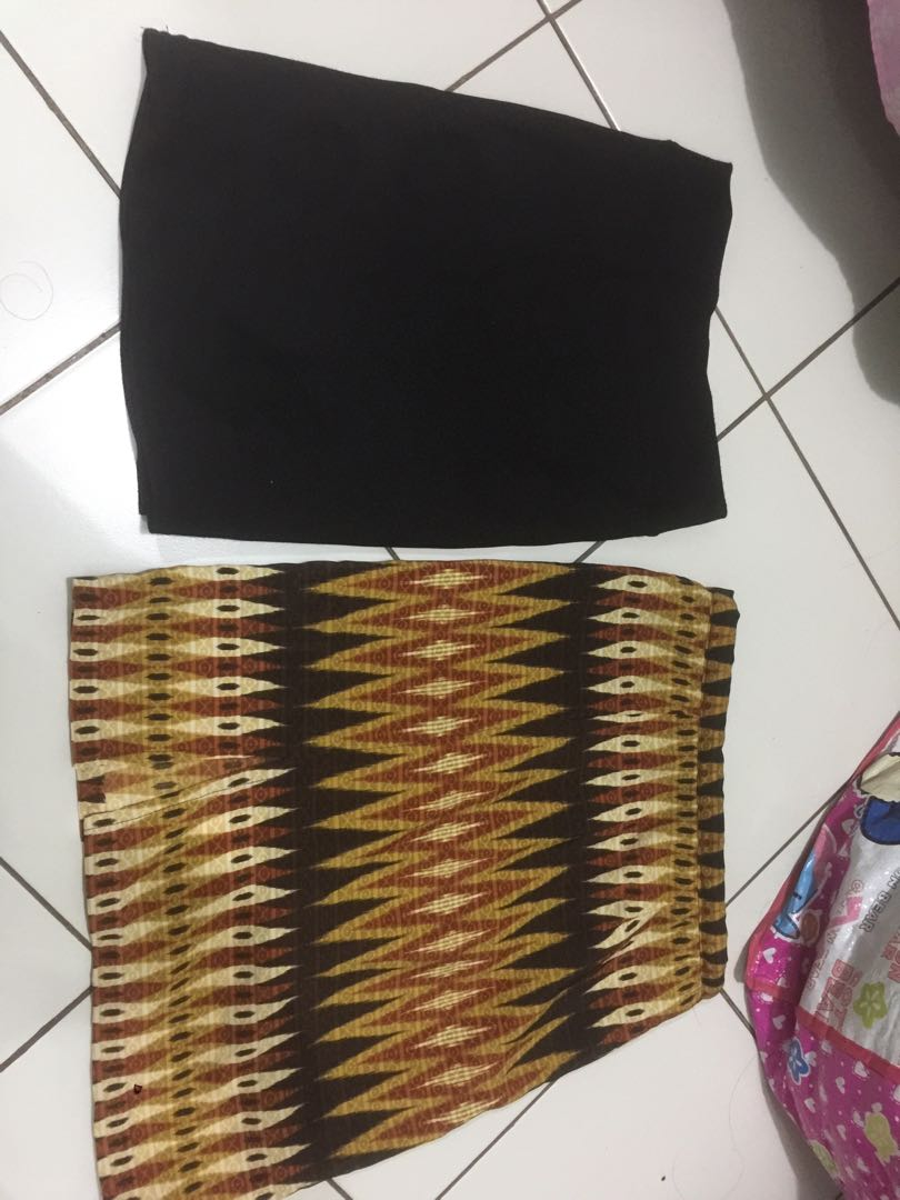 Batik vs Rok pendek polos