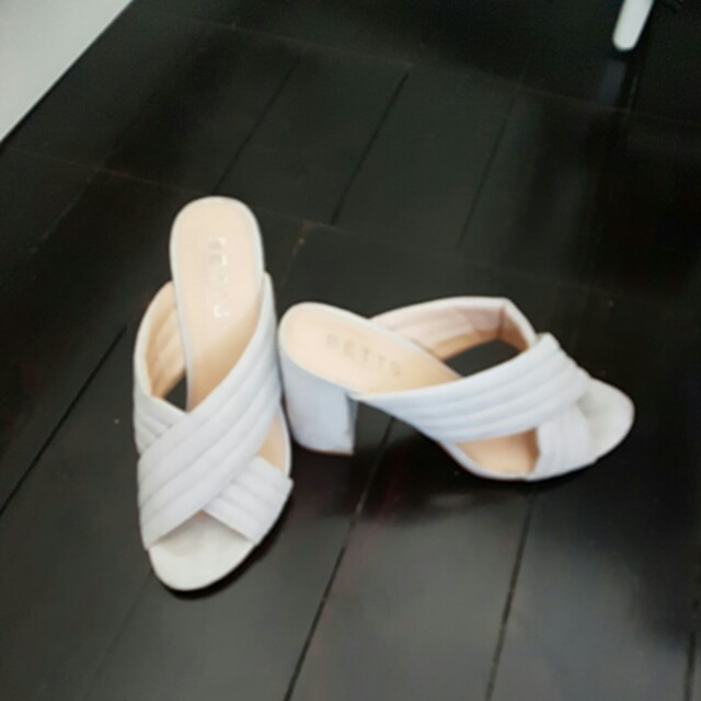 Betts size 8 grey chunky heeled sandal