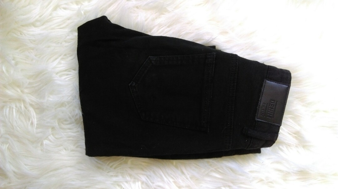 black ripped glassons jeans