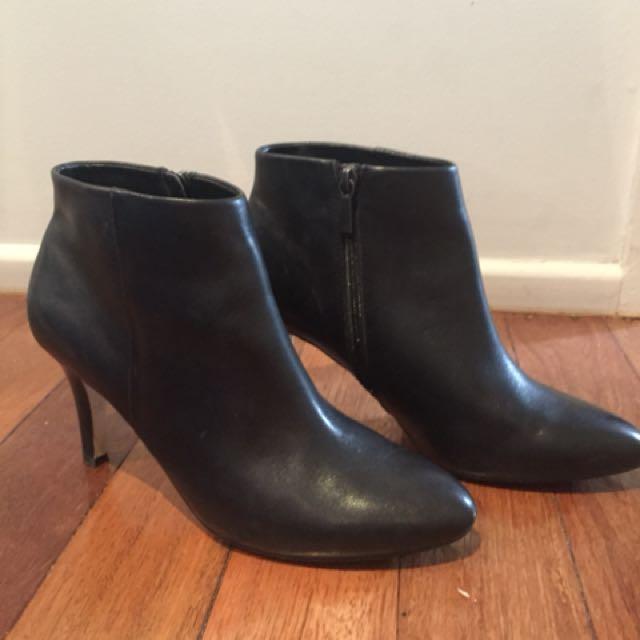 Diana Ferrari black ankle boots