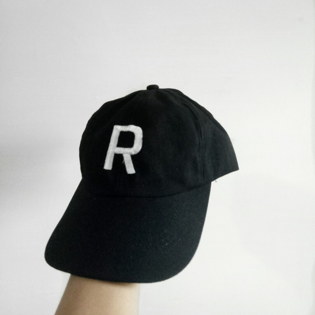 Embroidered R type basic cap