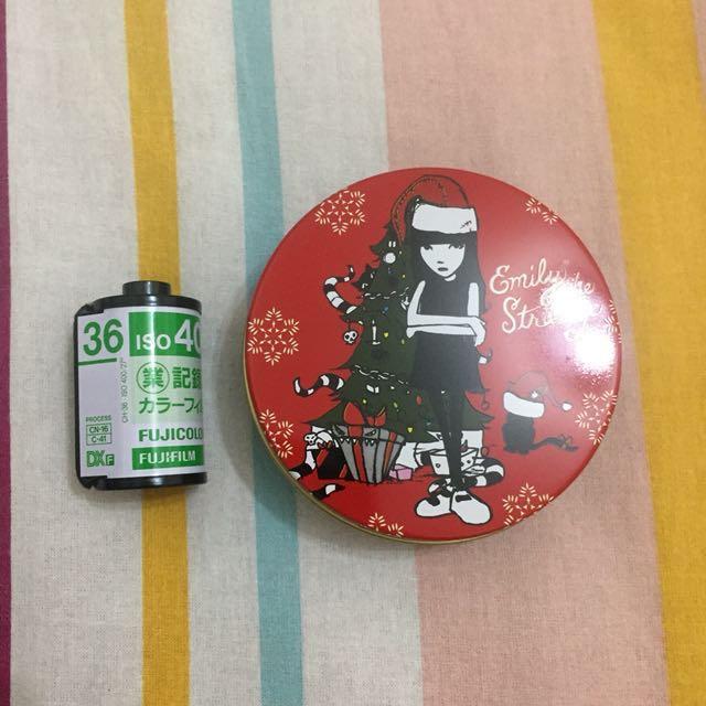 Emily 聖誕牛奶糖鐵罐盒