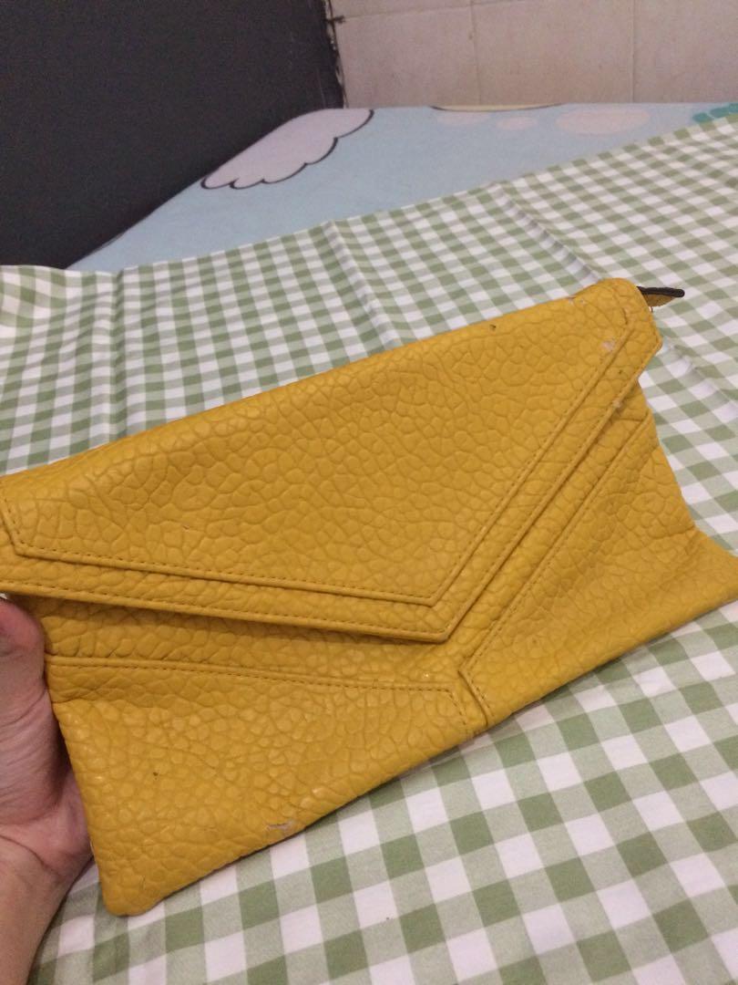Envelope clutch yellow