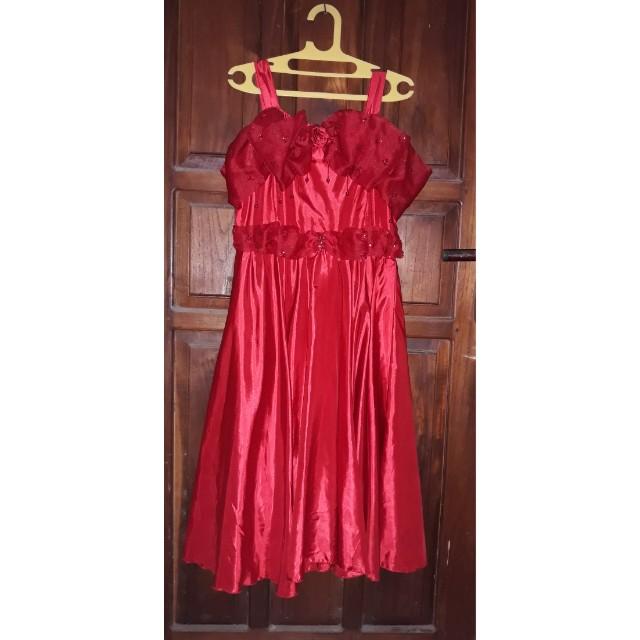 Gaun pesta merah