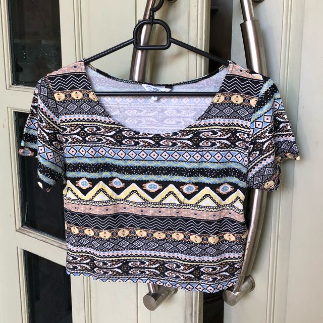 Kaos TRIBAL CROP TEE