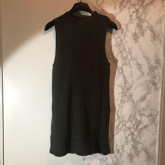 Knit sleeveless dress