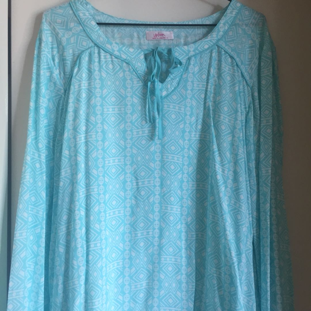 Mint green long sleeves top size M