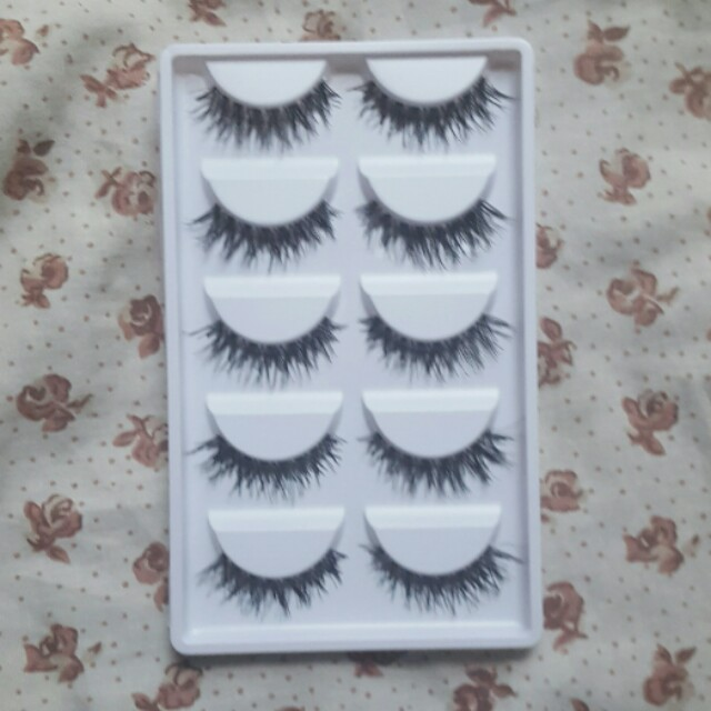 Natural wispy lashes