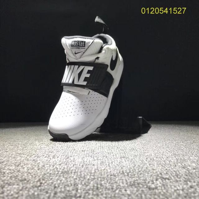 sports shoes b6532 11d62 Nike Team Hustle D8 Kids., Babies   Kids on Carousell