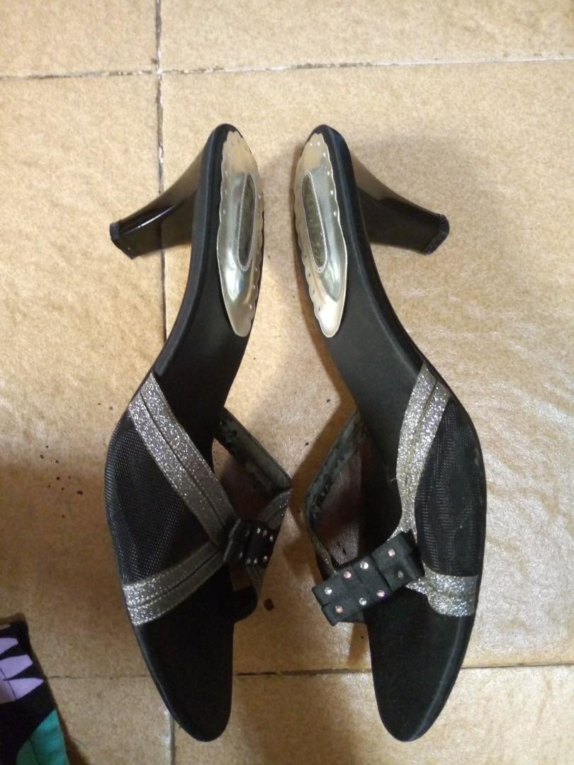 Paulita Preloved Fesyen Wanita Sepatu Di Carousell Nuku Boston Black Suede Heels Hitam 38 Bagikan Barang Ini