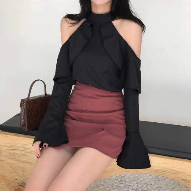 READY STOCK Cold Shoulder Bell Trumpet Sleeves Top