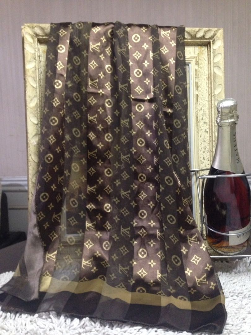 Scarf Louis Vuitton Luxury Accessories On Carousell