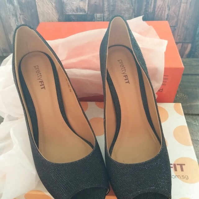 Sepatu Pesta warna hitam