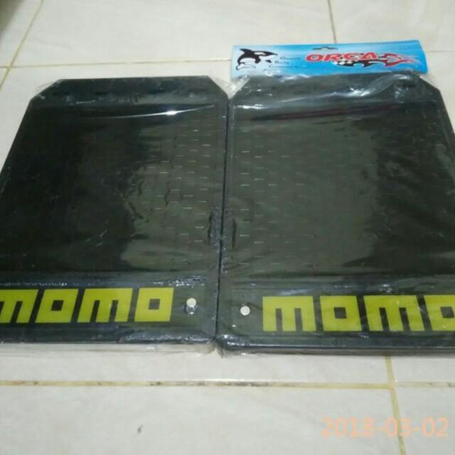 Spakbor mobil universal Momo