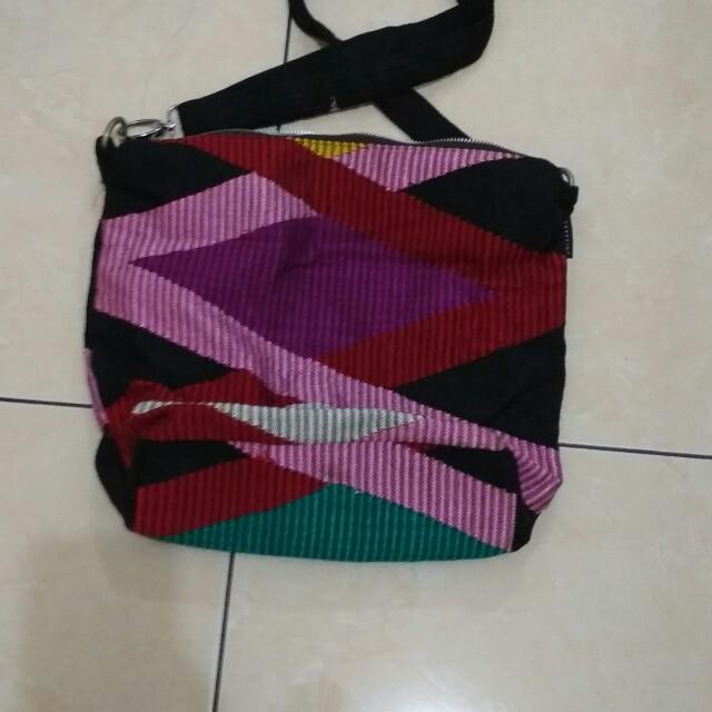 Tas tenun asli Lombok