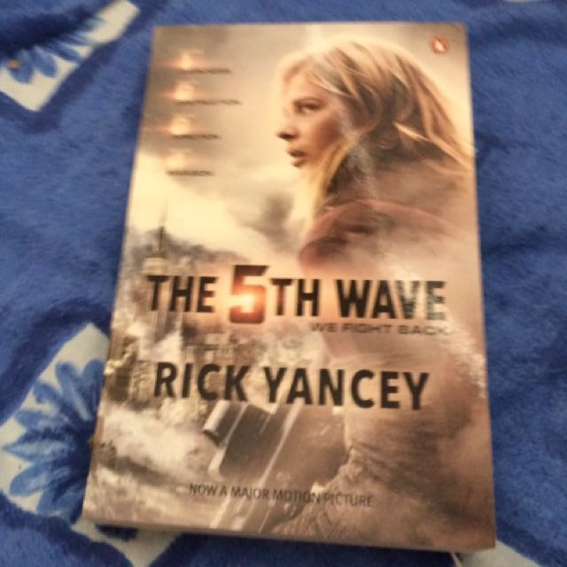The 5th Wave by Rick Yancy