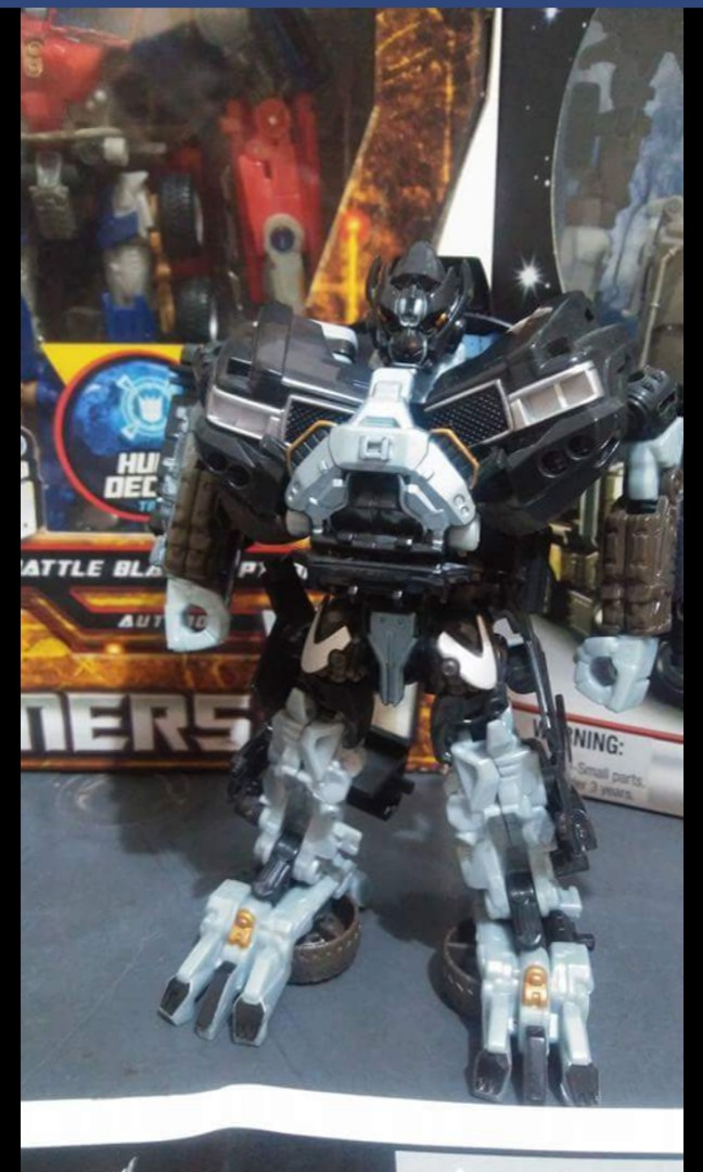 ee50c6a5061 Transformer hunt for the decepticon deluxe class ironhide