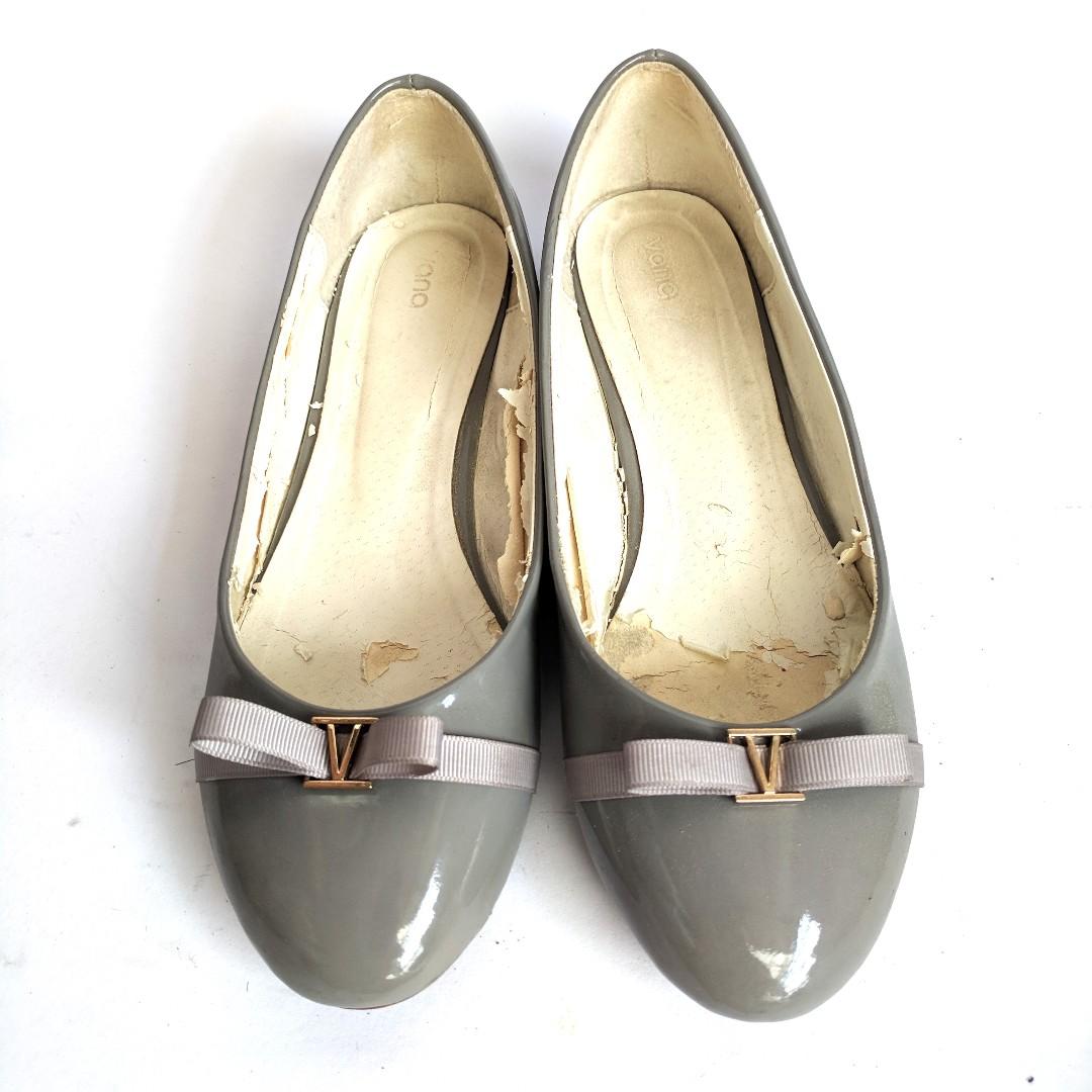 Vana Grey Flat Shoes Ribbon Simple Classic Casual Style Sepatu Wanita Preloved Bekas Abu