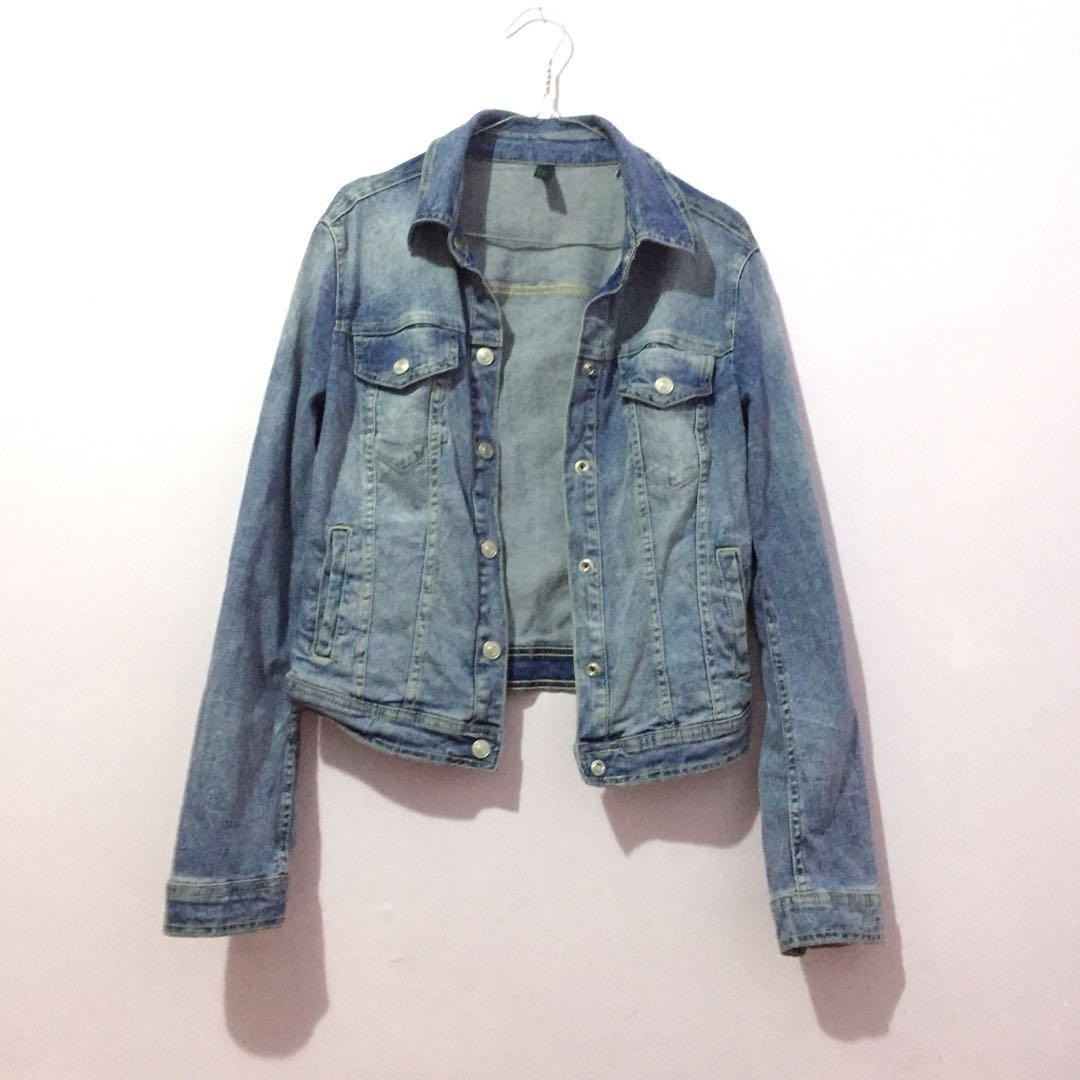 Washed blue denim jacket jeans