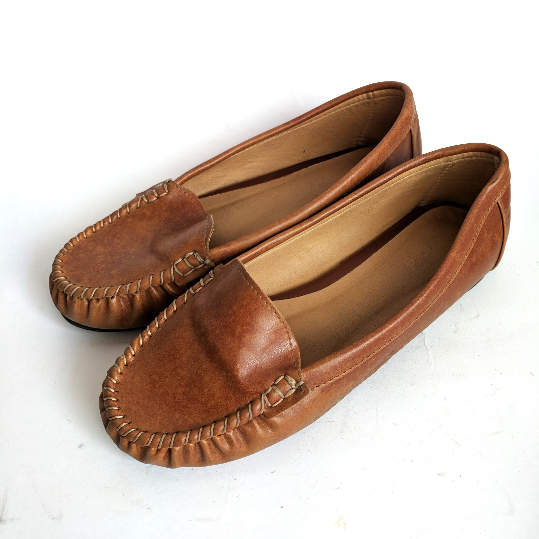 Woman Loafer Leather Shoes Sepatu Wanita Kulit Sintetik Murah Preloved Bekas  Second Coklat Bata fc24468829