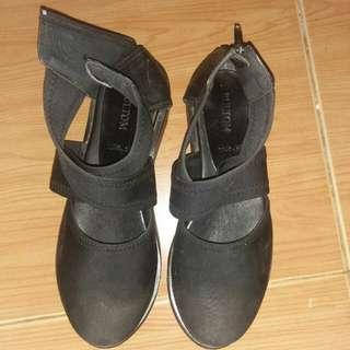 Sepatu like gladiator shoes