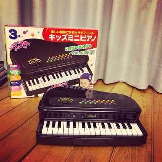 日本《樂雅 Toyroyal》多功能迷你鋼琴-經典黑