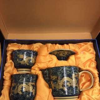 🚚 雙龍泡茶組~一壺二杯 通過ISO 9001 只有茶壺使用過