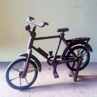 H02 Miniatur Sepeda Kayu