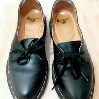 Dr  Martens  鞋38號 原價仟几
