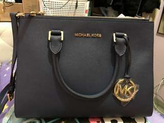 Michael kors crossbody bag 100% real 98% new 有塵袋 深藍色,用過一次