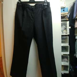 🍀🌺Miu Miu🌸🌿 Black colour cropped pants, very good quality. Worth the buy! 😍 (New)