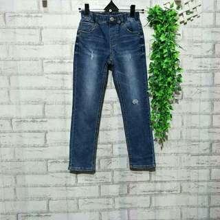 Jeans anak import Korea  5 - 6 tahun LP 34cm Panjang 72cm Pinggang karet 50ribu  Sapa cepat dia dapat😍